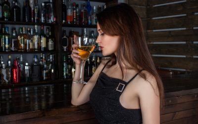 Quelle boisson alcoolisée prendre à l'apéritif pour les femmes ?